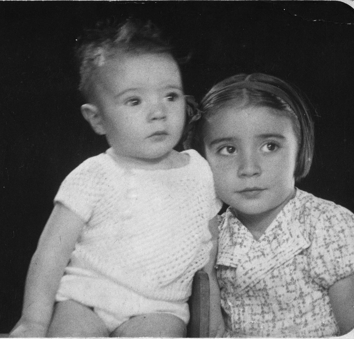 Mi madre María Dolores con su  hermano José Luis